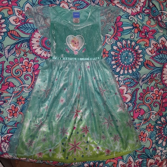 NWT Disney Store Elsa and Anna Nightgown Nightshirt Frozen Fever 7//8,9//10